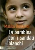 LA BAMBINA CON I SANDALI BIANCHI