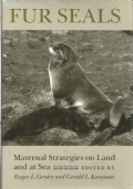 Fur seals : maternal strategies on land and at sea