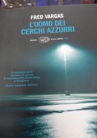 L'UOMO DEI CERCHI AZZURRI
