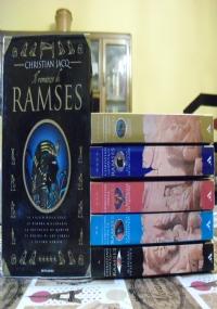 Il romanzo di Ramses lotto romanzi storici 5 libri Egitto: Il figlio della luce, La dimora millenaria, La battaglia di Qadesh, La figlia di Abu Simbel, L'ultimo nemico - SERIE COMPLETA CON COFANETTO