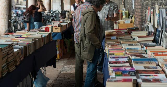Libri le ali della fantasia librerie che vendono usato for Mercatini usato roma
